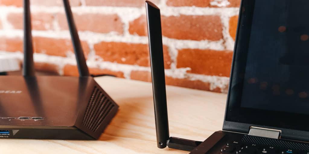 Adaptador Wi-Fi USB Portátil Básico